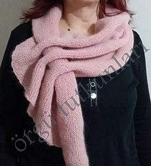 knitted wrap scarf with multiple slots - spiegazione anche in italiano Knitting Videos, Crochet Videos, Crochet Scarves, Knit Crochet, Diy Scarf, Cowl Scarf, Ways To Wear A Scarf, Knitting Accessories, Shawls And Wraps