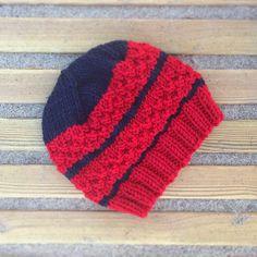 Kuschelige+Wollmütze+100%+Merino+-+rot/+dunkelblau+von+Holadiuschi+auf+DaWanda.com