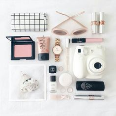 The traditional flatlay It's still such a popular tool in the land of social media! This gorge setup is from @thepinkdiary They know how to work it #instagrambasics #theflatlay