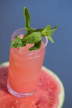 Sweet Watermelon, Watermelon Slices, Strawberry Basil Lemonade, Agua Fresca Recipe, Mexican Drinks, Mint Water, Fresh Mint Leaves, Fresh Lime Juice, Tinder