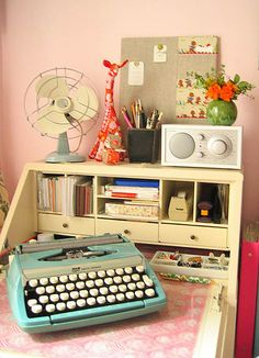 #typewriter #desk  typewriter, nostalgie, vintage, machine retro