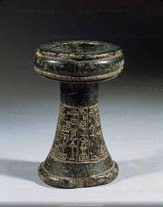 Incense- or offering-stand, dedicated by Niralla, wife of Gudea, for the king's life. From Tello (Lagash), eo Sumerian, around 2100 BCE. Steatite, H: 10,5 cm AO 29931