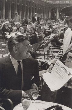 Clark Gable at the Caffè Florian a Venezia San Marco - Italy Clark Gable, Golden Age Of Hollywood, Vintage Hollywood, Hollywood Icons, Hollywood Glamour, Lyon, Journal Photo, William Clark, Venice Travel