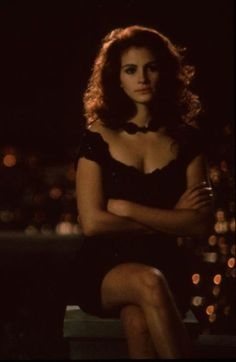 25 vestidos negros inolvidables - Vivian Ward (Julia Roberts) – Pretty Woman Source by valerialodico - Iconic Movies, Classic Movies, Best Sticky Bra, Pretty Woman Film, Pretty People, Beautiful People, Hollywood, Mode Vintage, Vintage Movies