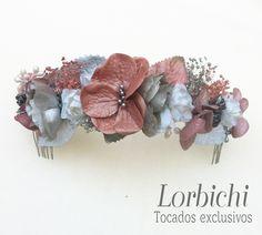 Media tiara de Flores, hojas y pistilos en plata y rosa palo. #flores #flor…