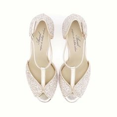 *** Pale gold butterfly sandal is back in stock *** Shop them now! http://www.shoescribe.com/it/donna/sandali_cod44895085hu.html  #anniel #fw15 #annielbridal #butterfly #heel #sandal #glitter #gold #bride #shoescribe #shopnow #backinstock