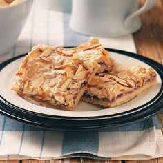 Swedish Raspberry Almond Bars make a wonderful treat or a great gift idea! cup butter, softened cup powdered sugar 1 cups all-purpose flour cup seedless raspberry jam 3 egg whites 6 Tbsp. Cookie Recipes, Dessert Recipes, Desserts, Bar Recipes, Brownie Recipes, Candy Recipes, Dessert Bars, Swedish Cookies, Chocolate Bar Recipe