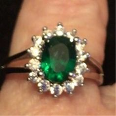 """Beautiful stamped 18gp o """"emerald colored w/ clear stones ring"""""""