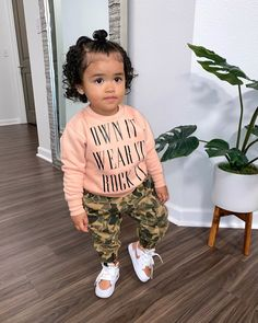 𝐒í𝐞𝐧𝐚 𝐏𝐫𝐞𝐬𝐥𝐞𝐲 𝐒𝗺𝐢𝐭𝐡 (@sienapresley) • Instagram photos and videos Cute Mixed Kids, Cute Kids, Cute Babies, Baby Kids, Cute Little Girls Outfits, Baby Outfits, Black Baby Girls, Baby Swag, Baby Pictures