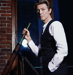 16 Rarely Seen Portraits of Bowie