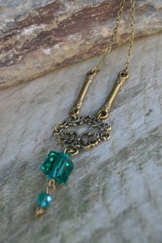 Emerald necklace vintage style by Valkyrie´s Song