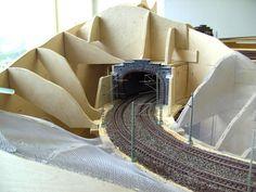 Modellbau Weber Ho Scale Train Layout, Ho Train Layouts, N Scale Model Trains, Scale Models, Model Railway Track Plans, Uss Constitution, Slot Car Tracks, Model Hobbies, Ho Trains