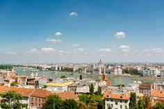 Take a city trip to wonderful Budapest! Discover the most beautiful tourist attractions by bus and on a guided walk through the historic centre. Day Trips From Vienna, Capital Of Hungary, Budapest, Paris Skyline, Attraction, Most Beautiful, Tours, City, Travel