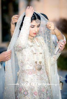 Nikkah bride Pakistani Party Wear Dresses, Asian Bridal Dresses, Nikkah Dress, Mehndi Dress, Pakistani Wedding Outfits, Pakistani Wedding Dresses, Bridal Outfits, Nikah Ceremony, Pakistan Bride