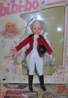 Der bibi-bo die berühmteste Puppe in Griechenland. Il bibi-bo la bambola più famosa in Grecia. El bibi-bo la muñeca más famosa en Grecia.
