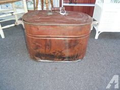 copper laundry tub garden planter with handles and lid vintage Laundry Tubs, Laundry Room, Classical Antiquity, Garden Planters, Wooden Handles, Pretty Good, Copper, Delivery, Facebook