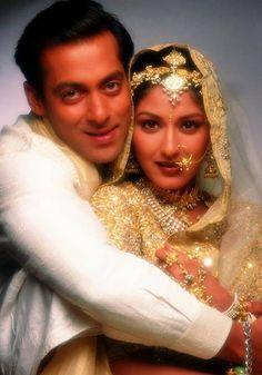 Salman Khan & Sonali Bendre inHum Saath-Saath Hain