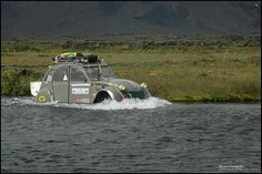 Citroen 2CV  Water crossing in iceland. a precaution the grill covered and a tow rope for grabs. a wide river, which had to wade through very well, turned out.