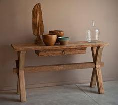 קונסולה כפרית מעץ טבעי בגימור גולמי. קונסולה מעוצבת עם רגליים בצורת X ומגירת אחסון קטנה, יציבה ואיכותית - רהיט מקסים לחדר כניסה, סלון או מסדרון.