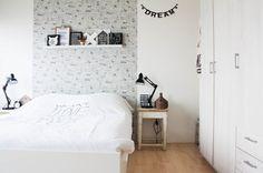 black&white bedroom by Louise de Miranda