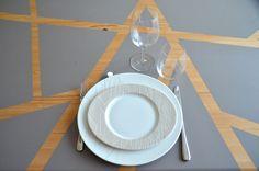 Table peinte grise géométrique