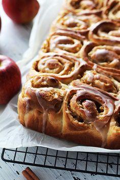 Drożdżowe ślimaczki z jabłkami - połączenie szarlotki i ciasta drożdżowego z waniliową nutą