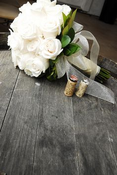 Are you thinking about having your wedding by the beach? Are you wondering the best beach wedding flowers to celebrate your union? Here are some of the best ideas for beach wedding flowers you should consider. Hand Bouquet Wedding, Church Wedding Flowers, Boquette Wedding, White Roses Wedding, White Wedding Bouquets, Bride Flowers, Vineyard Wedding, Bride Bouquets, Floral Wedding
