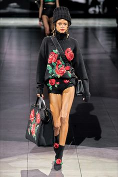 Dolce & Gabbana Fall 2020 Ready-to-Wear Collection - Vogue Knitwear Fashion, Knit Fashion, Fashion Week, Fashion 2020, Fashion Addict, Fashion Brands, Winter Fashion, Dolce & Gabbana, Catwalk Collection