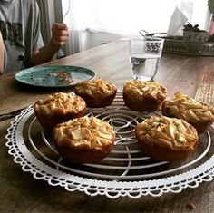 Spinat-Topfen Nockerl mit Parmesan - Wagners Kulinarium Parmesan, Muffin, Breakfast, Food, Quick Recipes, Spinach, Food Food, Morning Coffee, Muffins