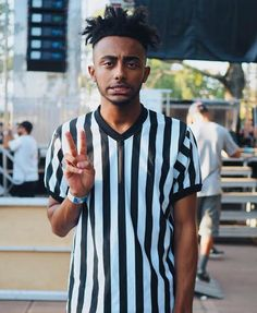 From Portland, Oregon, Aminé first gained widespread attention for his debut hit, Caroline in What is his 2017 net worth? Amine Rapper, Black Boys, Black Men, Minions, Rap Wallpaper, Adam Daniels, Doja Cat, Hip Hop Rap, New Energy