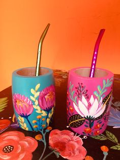 Easy Diy Crafts, Diy Home Crafts, Clay Crafts, Paper Crafts, Painted Plant Pots, Painted Flower Pots, Pottery Painting Designs, Pottery Designs, Bottle Art