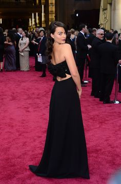 Margot Robbie in a black Saint Laurent gown that she set off with a Forevermark necklace. #Oscars #redcarpet
