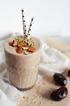 Date, Coconut & Banana Shake – Tuulia Talvio Smoothie Bol, Smoothie Fruit, Coconut Milk Smoothie, Banana Coconut, Smoothie Drinks, Healthy Smoothies, Banana Fruit, Healthy Breakfasts, Banana Bread