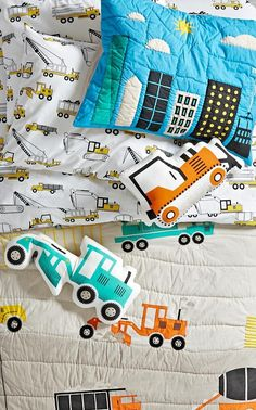This construction bedding is ready to lay the foundation for a good night's sleep. That's because it's adorned with some of kids' favorite big machines, including bulldozers, cranes and more.