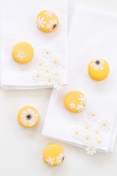 macarons a box of assorted macarons ohh les macarons macaroons 3 25 ...