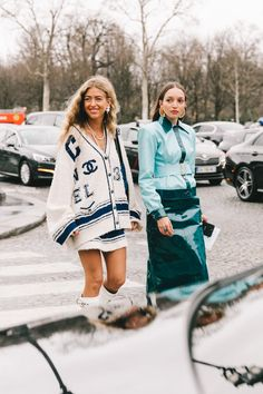 Chanel Street Style Paris Fashion Week Fall Winter by Collage Vintage, StyLe and FaSHion 2019 Fashion trends 2019 , Chanel Street Style, Street Style Fashion Week, Street Style Outfits, La Fashion Week, Look Street Style, Fashion Weeks, Mode Outfits, Fast Fashion, Fashion 2017