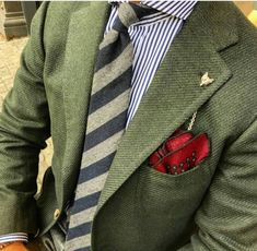 Chain Men Style This is my favourite currently. What is on the other end of that fox chain? Mens Fashion Suits, Mens Suits, Fashion Outfits, Men's Fashion, Der Gentleman, Gentleman Style, Blazer Outfits Men, Ivy League Style, Well Dressed Men