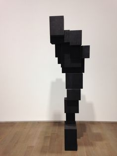 Antony Gormley - Hem, cast iron