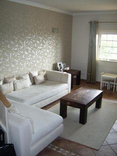 Uma moradia V3 com lareira no complexo encantador, muito calmo e numa área privada.