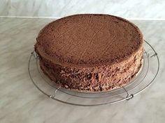 Génoise au chocolat au thermomix. Aujourd'hui une nouvelle recette de base avec la recette de la génoise au cacao, qui pourra servir à la réalisation de nombreux gâteaux. Une recette Facile et simple à préparer à l'aide de votre thermomix.