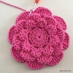 Rosa rasteira passo a passo - Crochet Diy, Beau Crochet, Crochet Puff Flower, Crochet Flower Tutorial, Crochet Motifs, Crochet Flower Patterns, Love Crochet, Irish Crochet, Beautiful Crochet