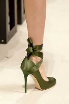 Can I just say that these are some pretty awesome shoes? I love green!