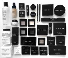 Best Bobbi Brown Products / makeup flatlay #beauty #makeup #skincare  #flatlay #bobbibrown / Instagram: @fromluxewithlove / www.fromluxewithlove.com