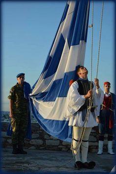 Σε γνωρίσω από την κόψη, του σπαθιού την τρομερή, Σε γνωρίζω από την όψη, που με βιά μετράει τη γη. Απ' τα κόκκαλα βγαλμένη, των Ελλήνων τα ιερά. Και σαν πρώτα ανδρειωμένη, χαίρε, ω χαίρε, Ελευθεριά. Greece Photography, Retro Photography, Greece Vacation, Greece Travel, Macedonia, Greece Today, Greek Soldier, Countries Europe, Greek Flag