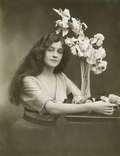 Bassano. Portrait of Maud Bell (Actress, 1894-1988). 1914. © National Portrait Gallery, London.