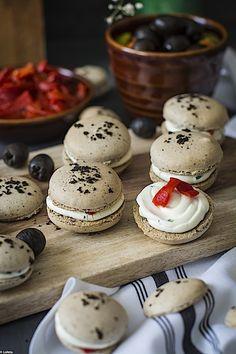 Macarons de aceitunas negras 8 Macaroons, Sin Gluten, Marshmallow, Cake Pops, New Recipes, Catering, Panna Cotta, Muffins, Sandwiches