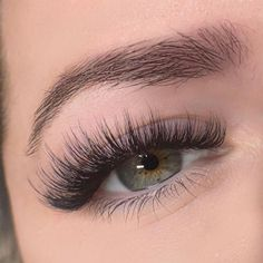Natural Fake Eyelashes, Wispy Eyelashes, Perfect Eyelashes, Makeup Eye Looks, Eye Makeup, Pretty Brown Eyes, Eyelash Extensions Styles, Face Paint Makeup, Beauty Lash