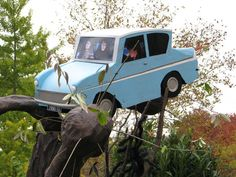 Our Halloween theme was Harry Potter, so we decorated the yard. This is the Flying Ford Anglia prop! Didn't it turn out great?