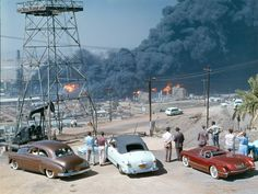 People gathering to watch a massive oil refinery fire in Signal Hill, California . Long Beach California, California History, Southern California, Signal Hill California, Old Photos, Vintage Photos, 1940s, Oil Refinery, Los Angeles California