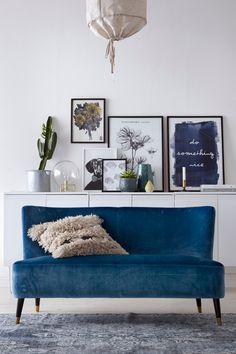 Sofa foran skabe